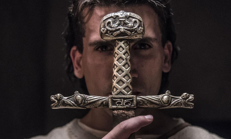 Las trepidantes batallas de Jaime Lorente en el primer tráiler de 'El Cid'