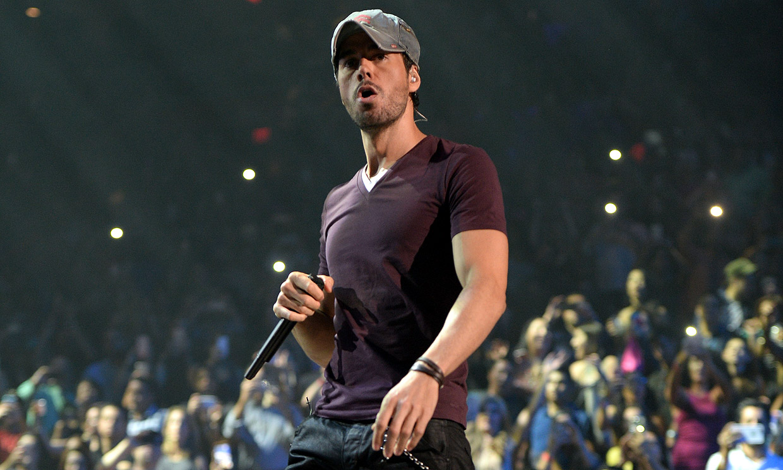Tras el chasco por su gira, Enrique Iglesias recibe el premio a mejor artista latino de la historia