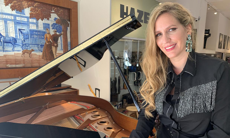 ¿Qué es lo más loco que le sucedió en los Latin Grammy? María Toledo responde las 20 preguntas de HOLA!4U
