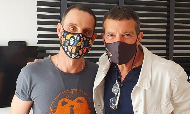 El divertido reproche de Dani Rovira a Antonio Banderas: '¡Qué coraje das!'