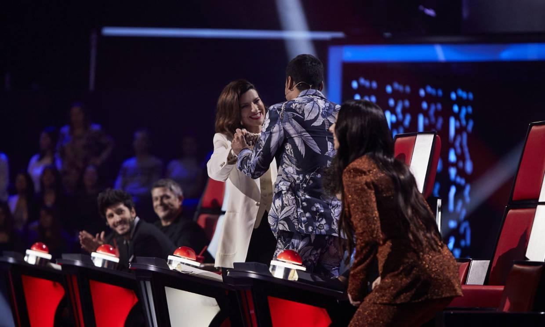 Última noche de batallas en 'La Voz', Laura Pausini cierra equipo y se despide de Carlos Rivera