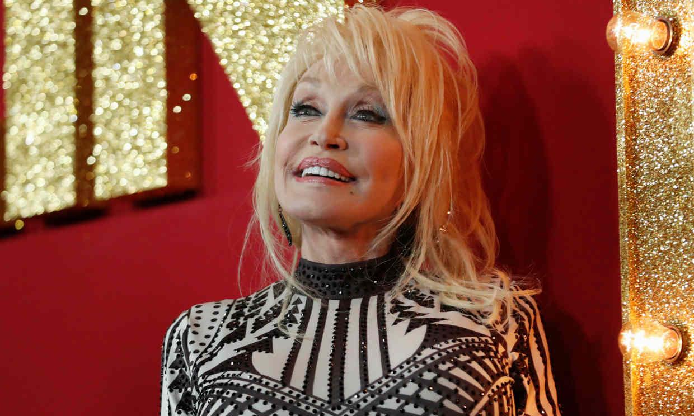 ¿Qué une a Dolly Parton con la vacuna de Moderna contra el coronavirus?