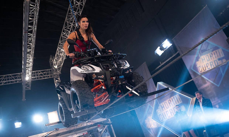 El más difícil todavía: Pilar Rubio hace funambulismo ¡conduciendo un 'quad'!