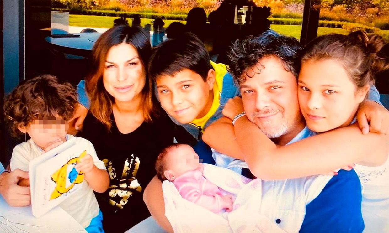 Raquel Perera presume de su gran familia e incluye a todos los hijos de Alejandro Sanz