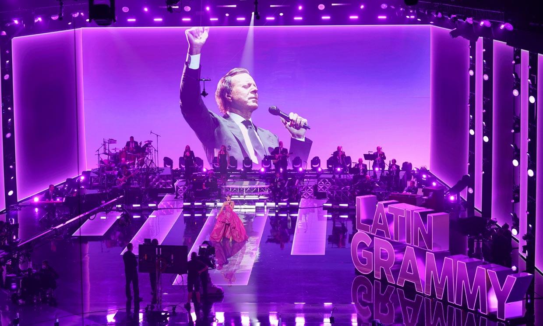 Un corazón que 'sangra' y actuaciones virtuales, la insólita edición de los Grammy Latinos 2020