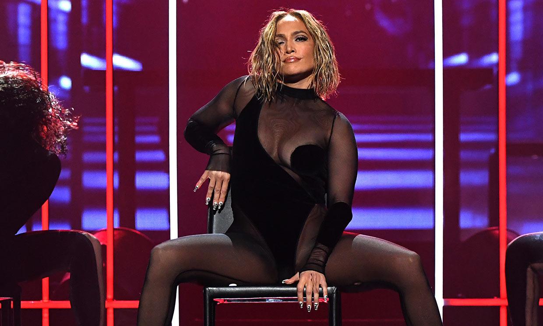 ¿Te habías fijado? El mensaje oculto en las uñas de Jennifer Lopez durante los AMAs