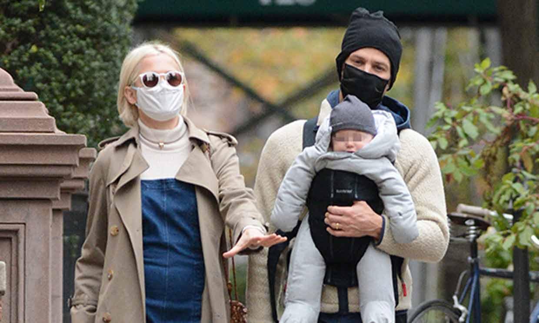 El idílico paseo de Michelle Willams con su marido y su bebé tras ser madre por segunda vez