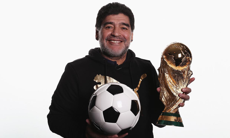Cara y cruz de Maradona: el héroe del fútbol con una tormentosa vida personal