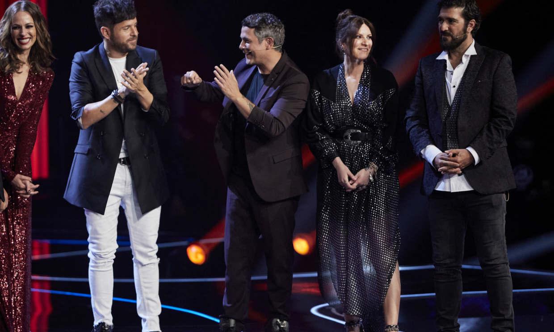 Laura Pausini, Pablo López, Antonio y Alejandro, emocionados tras recibir una sorpresa en 'La Voz'