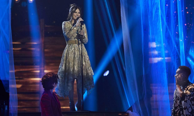 Laura Pausini celebra llegar a la final de 'La Voz' con sus dos talentos: Paula Espinosa y Kelly Isaiah