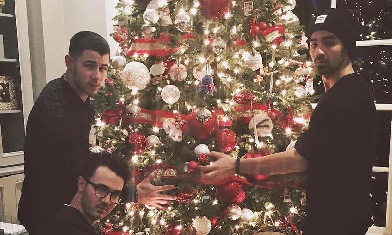 Vas a alucinar con esta foto de los Jonas Brothers de niños... ¡con su hermano pequeño!