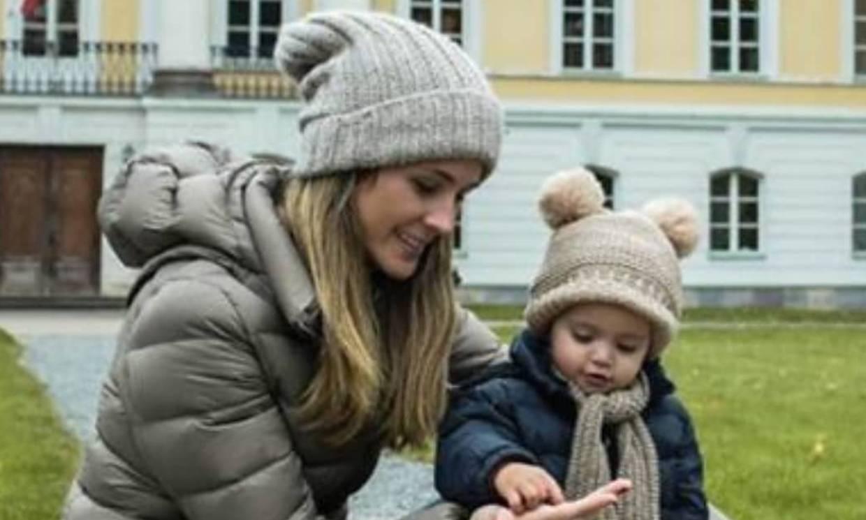 Carlos Baute y Astrid Klisans felicitan a su hija Liene por su cumpleaños, en la nieve ¡y con Olaf!