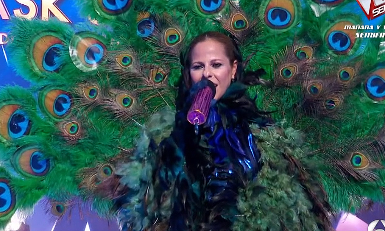 Malú acertó con su amiga: Pastora Soler era Pavo Real en 'Mask singer'