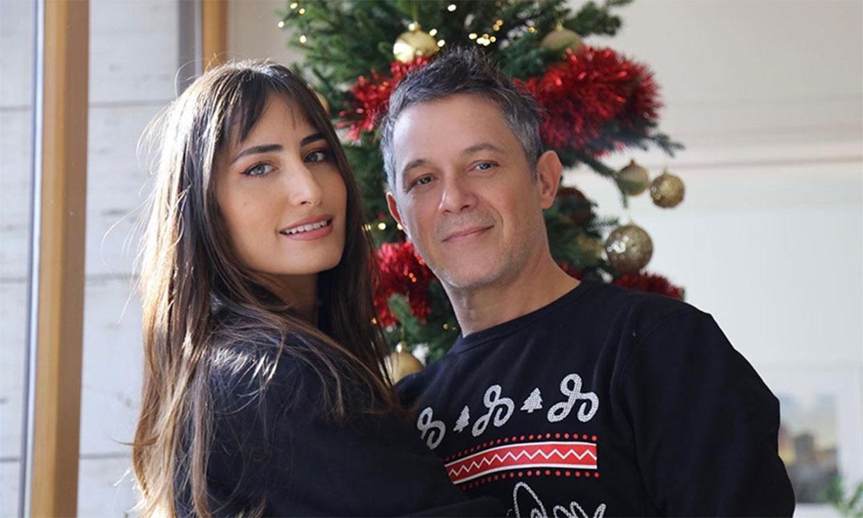 Alejandro Sanz recibe la felicitación de dos de las mujeres de su vida