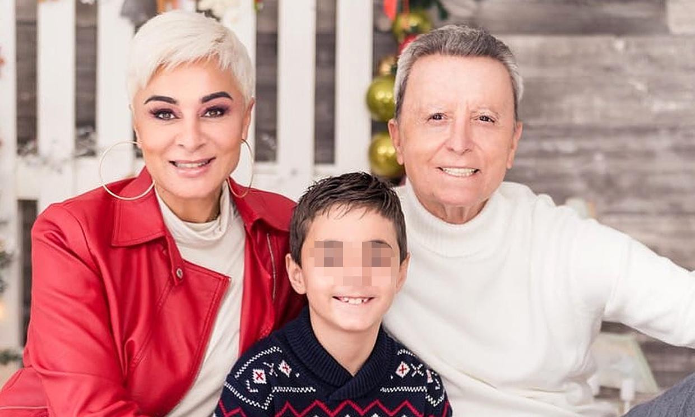 Ana María Aldón y José Ortega Cano felicitan la Navidad con su posado más familiar