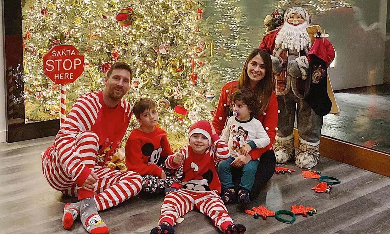 ¡Desde Argentina y en pijama! El tradicional posado navideño de Leo Messi y su familia
