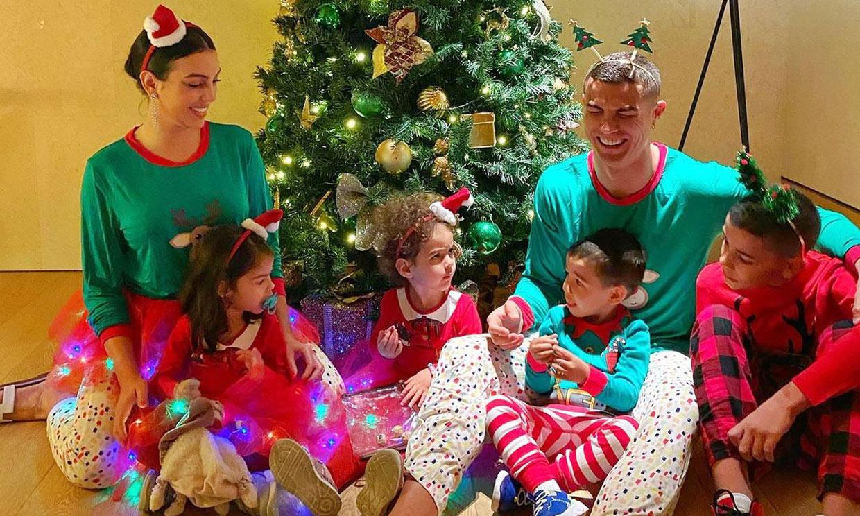 'Papá riendo y Alanita enfurruñada', el simpático posado navideño de Cristiano y Georgina