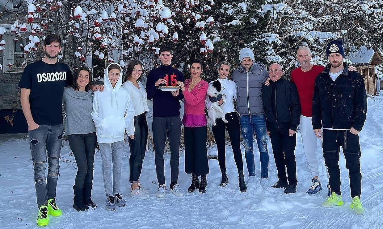 Un cumpleaños, nieve y mucha diversión en las vacaciones blancas de los Zidane