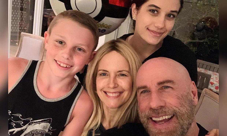 John Travolta comparte un vídeo familiar con sus hijos en sus primeras navidades sin Kelly Preston