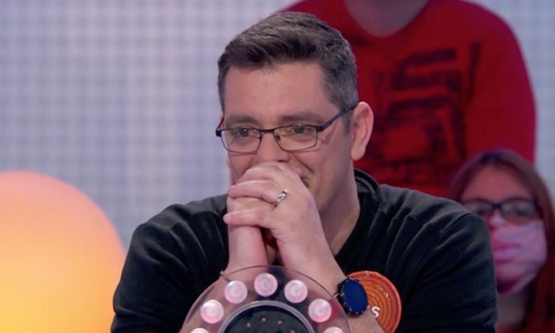 Luis, concursante de 'Pasapalabra', rompe a llorar en la despedida de su regidora