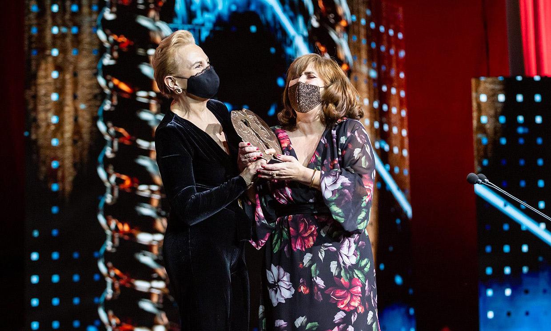 '¡Sube Ane'!, el aplaudido gesto de Elena Irureta al recoger el premio Forqué por su papel en 'Patria'