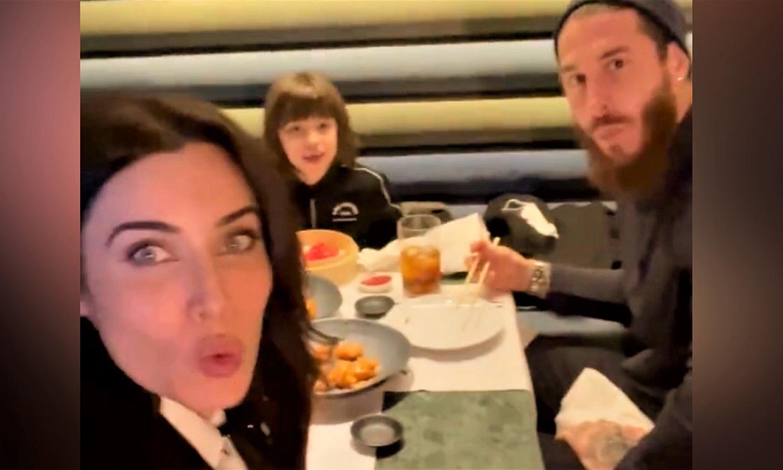 ¡Algas y edamame! Pilar Rubio, Sergio Ramos y su hijo mayor se van a cenar a un asiático