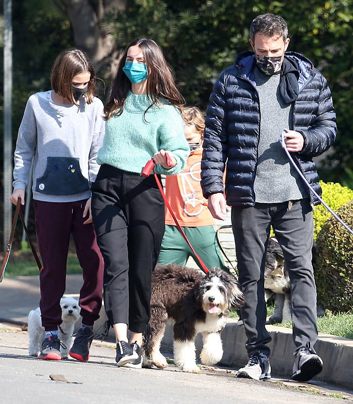 Ana de Armas with Ben Affleck and their children