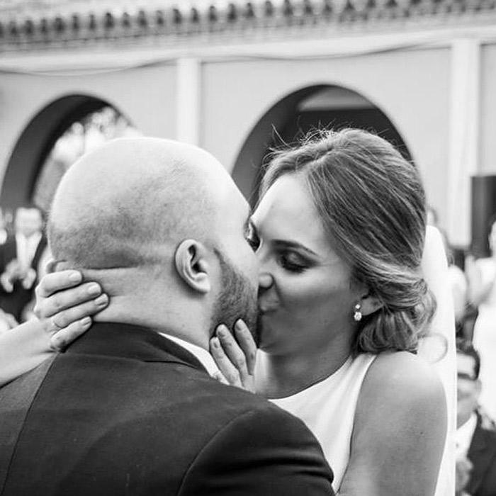 Irene Rosales y Kiko Rivera se besan en su boda