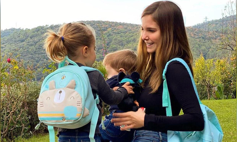 Juegos de cojines con Neo y desayunos 'by Lía', Natalia Sánchez se lo pasa en grande con sus hijos