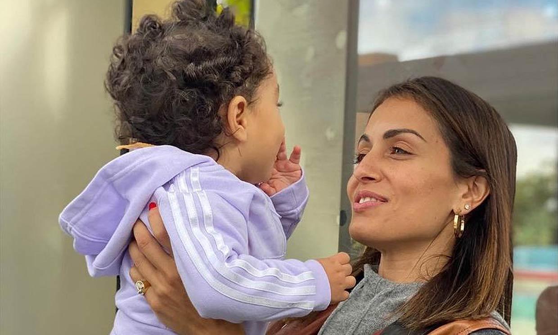 Hiba Abouk cuenta cómo la maternidad ha cambiado su vida: 'Soy mucho más feliz'