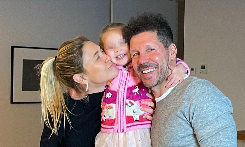 Valentina, la hija pequeña de Carla Pereyra y Simeone, cumple dos años