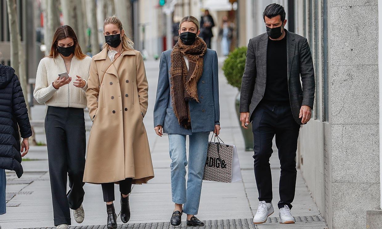¿Un anuncio de moda? No, es Luis Figo de paseo con su familia