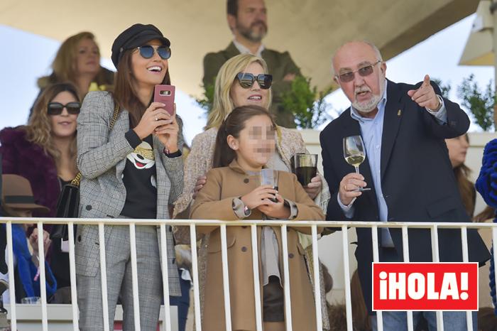 Paula Echevarría con sus padres y su hija Daniella