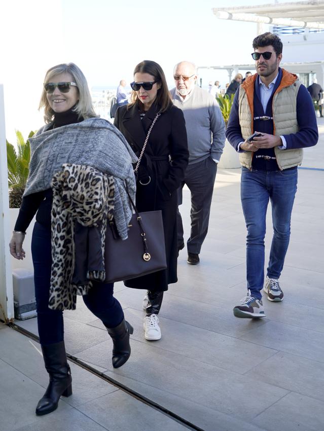 Paula Echevarría con sus padres y Miguel Torres
