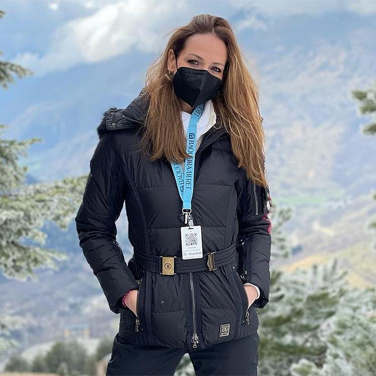 Esquí, trabajo, paisajes impresionantes... la jornada en la nieve de Eva González y Cayetano Rivera