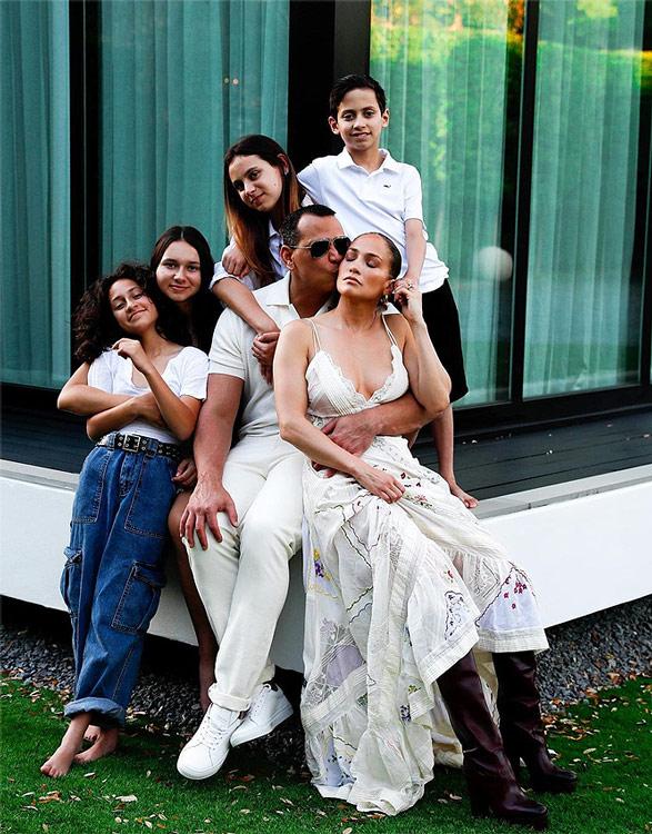 Jennifer Lopez y Alex Rodríguez junto a los hijos de cada uno