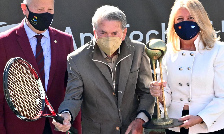 Manolo Santana, en la presentación de un torneo en Marbella tras las preocupantes noticias sobre su salud