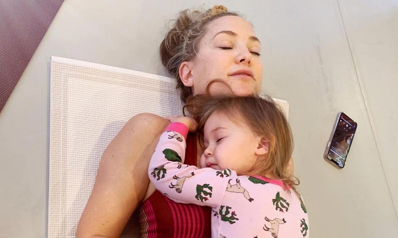 ¡Una pequeña 'yogui'! La hija de Kate Hudson se apunta a la meditación con papá