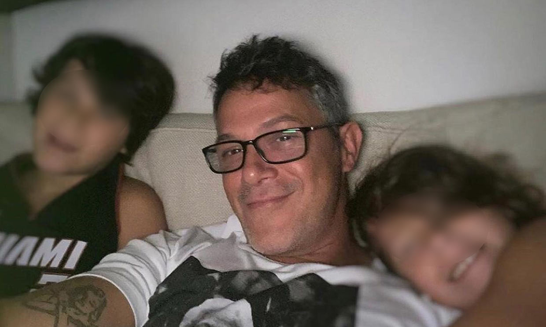'La marca de la responsabilidad': Alejandro Sanz muestra cómo tiene su hijo Dylan la cara por la mascarilla