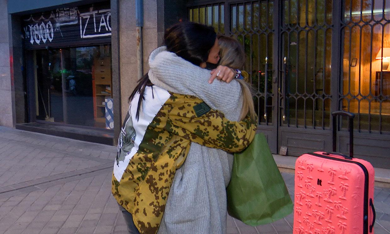 Entre lágrimas y con un largo abrazo: la despedida de Rocío Flores y Olga Moreno antes de 'Supervivientes'