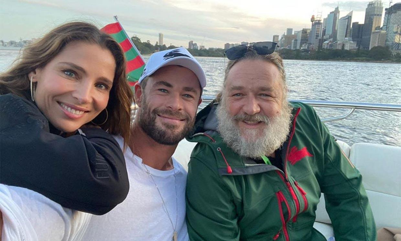 Conocemos el porqué de las últimas fotos de Russell Crowe con Elsa Pataky y Chris Hemsworth