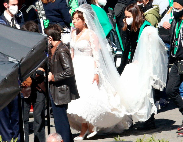 Lady Gaga y sus primeras imágenes vestida de novia en 'House of Gucci' -  Foto 1