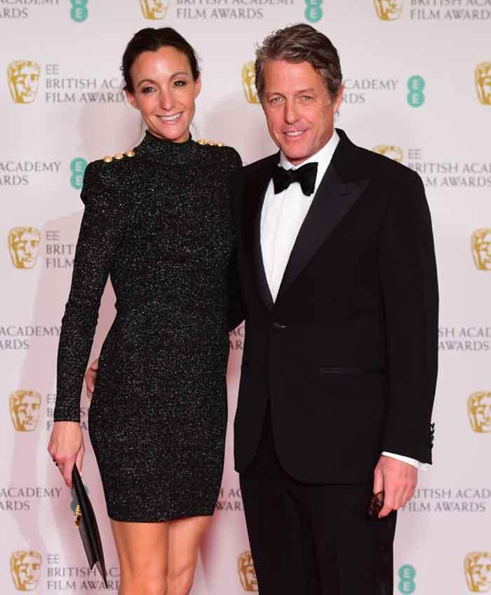 Hugh Grant y su esposa