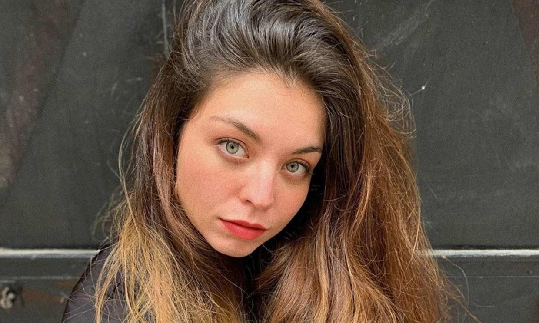Conoce a Ana, la hija 'poetriz' de Juan Ramón Lucas que acaba de publicar su primer libro