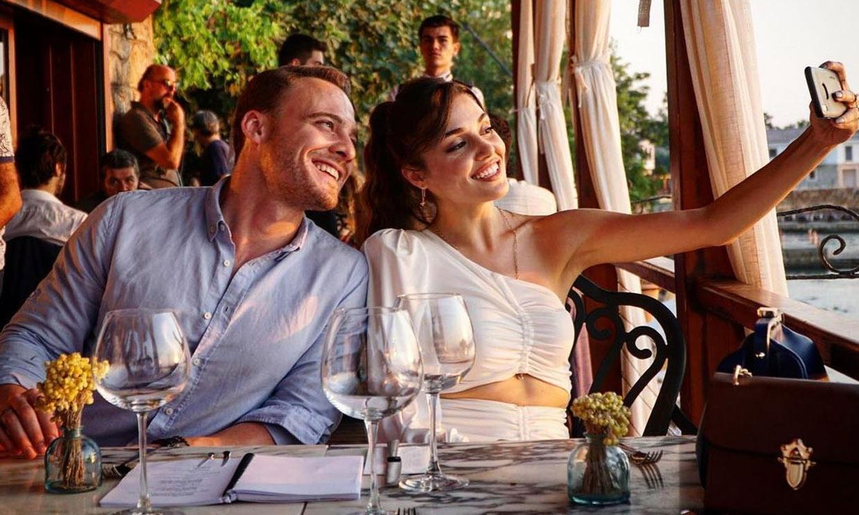 Hande Erçel y Kerem Bürsin, protagonistas de 'Love is in the air', ¿la escapada que confirma su romance?