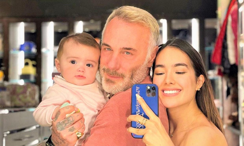 El tierno vídeo de Gianluca Vacchi cantándole 'Bella y bestia' a su bebita, mientras cae rendida de sueño