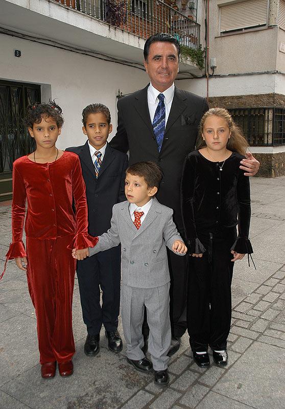 Ortega Cano con sus hijos y los hijos de Rocío Carrasco