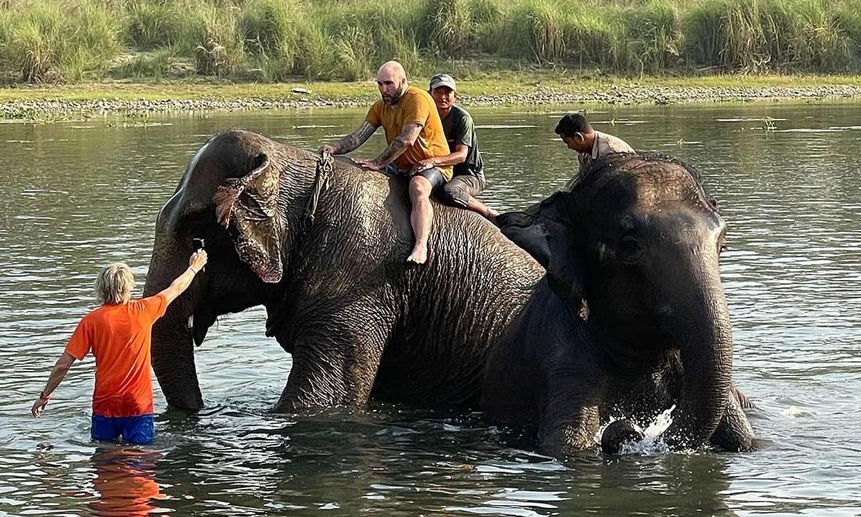 ¡Namasté, namasté! El hilarante vídeo de Kiko Rivera en Nepal