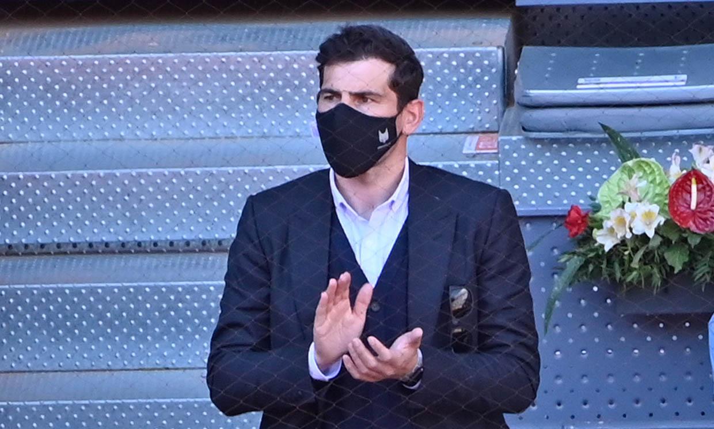 Iker Casillas reaparece en un partido de tenis tras el último sobresalto que lo llevó a urgencias