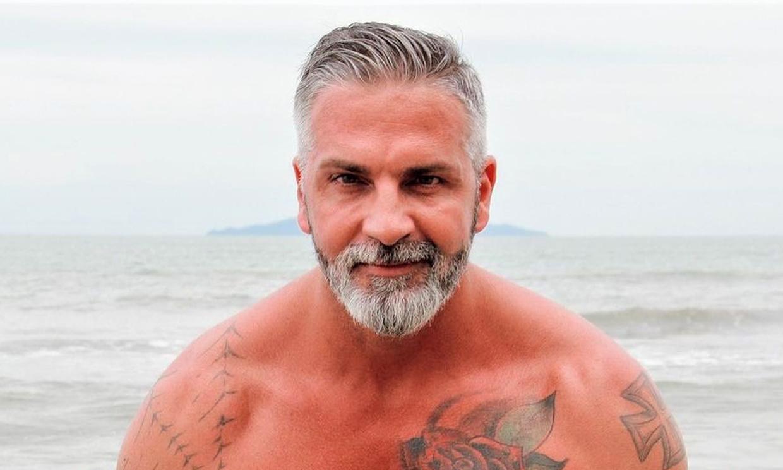 Descubre a Victorino, el hermano del 'superviviente' Carlos Alba: ¡te vas a quedar de piedra al verlo!